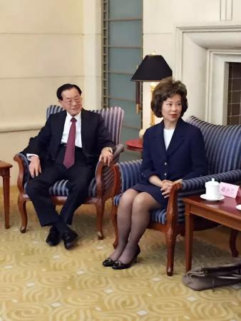 中国侨网-美国前劳工部长赵小兰和家人再回中国做了