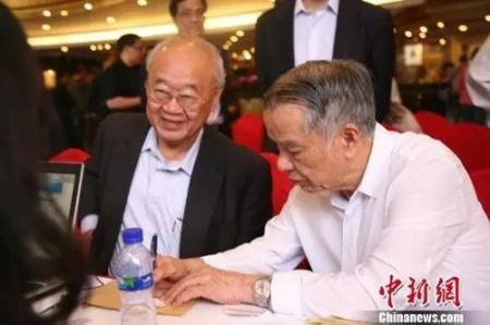 侨领陈永栽在第六届世界华侨华人社团联谊大会现场。