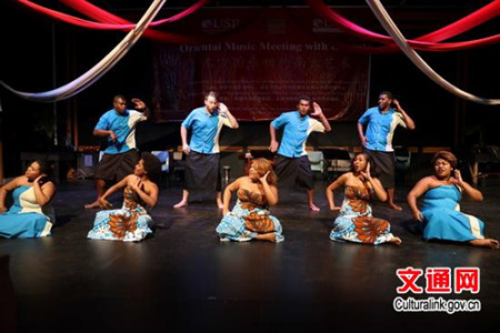 南太大学大洋洲艺术中心大合唱《TukuAnga》