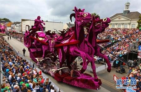 巡游活动在9月的第一个星期天举行,以参展花车造型夸张,体型巨大,制作