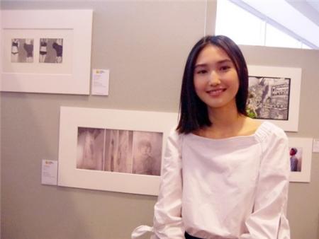 纽约史岱文森高中潘月薇与得奖作品《在控制之下》.