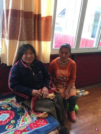 红原县大骨节病藏族患者查白母女