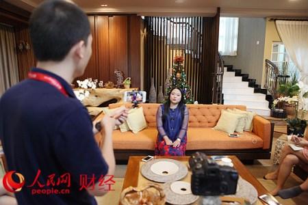 王琇瑛在接受媒体专访时说,希望有一天能为建设祖籍安徽出力。人民网 伍振国/摄