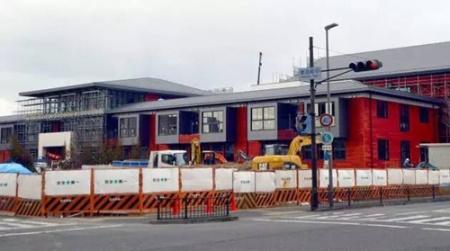 2月7日,这所小学正在进行最后的建设,迎接4月开学