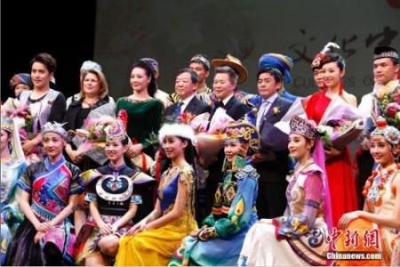 """当地时间2月20日晚,国务院侨务办公室组派的2017""""文化中国・四海同春""""北美代表团在加拿大经济重镇卡尔加里上演大型歌舞剧《传奇》。<a target='_blank' href='http://www.chinanews.com/'>中新社</a>记者 余瑞冬 摄"""