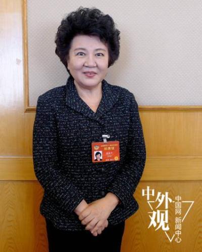 国务院侨务办公室主任裘援平接受中国网记者专访。中国网 李智/摄