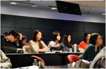 美国各大学校的毕业季将至,许多中国学生虽然有心留美工作,却对大环境丧失信心,忧虑自己无缘工作签证。(美国《世界日报》/董宇 摄)