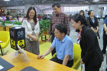 冯广俊主任考察市政务中心琶洲分中心。