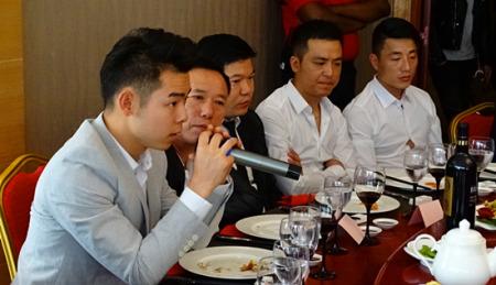 郭显云在安全座谈会上。(法国《欧洲时报》/孔帆 摄)
