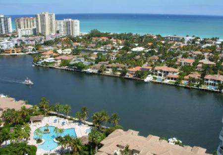 谷歌地图显示,贺业军和黄红的潜逃目的地是佛罗里达州一处海景社区.