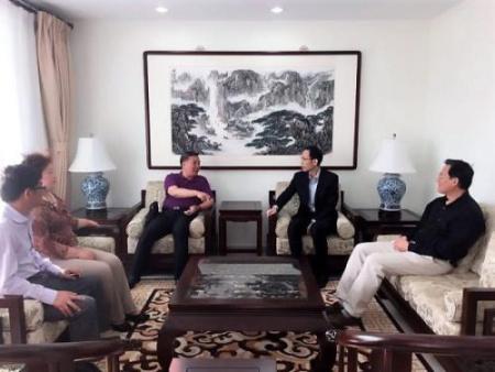 在大使馆座谈如何推进汤加华文教育工作