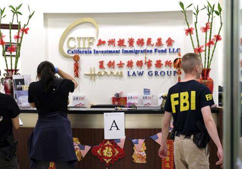 FBI日前对圣盖博市夏利士律师事务所及相关的加州投资移民基金(CIIF)突检。(美国《世界日报》援引美联社)