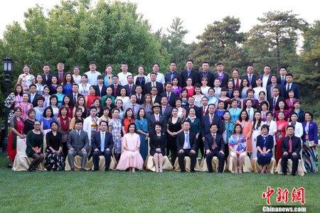5月26日,2017年文化中国・华星艺术团团长年会闭幕式暨高级研修班结业式在北京召开。国务院侨办主任裘援平出席活动并做主题发言。 中新社记者 韩海丹 摄
