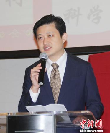 中国驻印尼大使馆领事参赞祝笛到场祝贺。(林永传 摄)