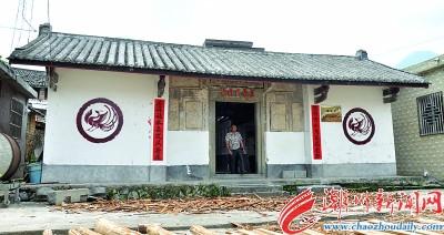 蓝氏宗祠笃庆堂墙上印着凤凰图腾,是畲族特有的文化标识。
