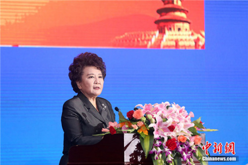 图为国务院侨办主任裘援平在会上发表讲话。 中新社记者 韩海丹 摄