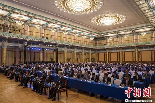 6月13日,第二届世界华侨华人工商大会在北京举行全体会议。 中新社记者 侯宇 摄