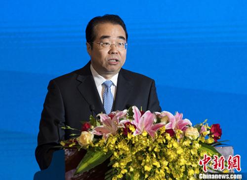 6月13日,第二届世界华侨华人工商大会在北京圆满落幕,中国国务院侨办党组书记、副主任许又声在闭幕式上对大会成果进行总结。 中新社记者 侯宇 摄