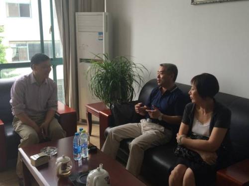 听取徐永龙博士介绍公司发展情况