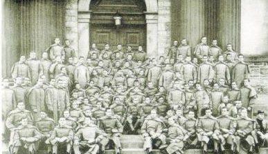 温应星所在的1909届毕业生合影。(美国《世界日报》/董温子华提供)