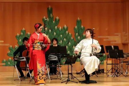 张滨和张日妮的父女同台演奏