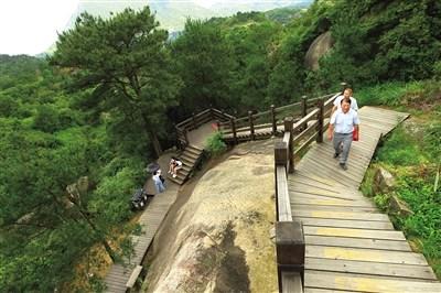 以茶山,仙岩两处风景名胜区为观赏背景,最大限度地保留了大罗山原有的
