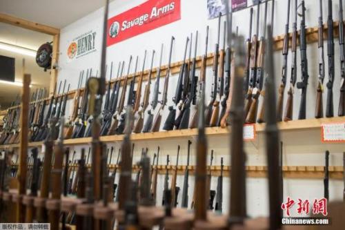 资料图:美国俄勒冈州罗斯堡(Roseburg)枪支商店。