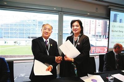 深圳市侨企联与澳大利亚深圳社团总会签署战略合作协议。
