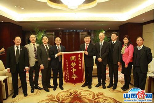作者(左四)随团访问中国。(作者供图)