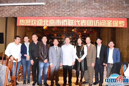 作者(左五)出席侨界活动。