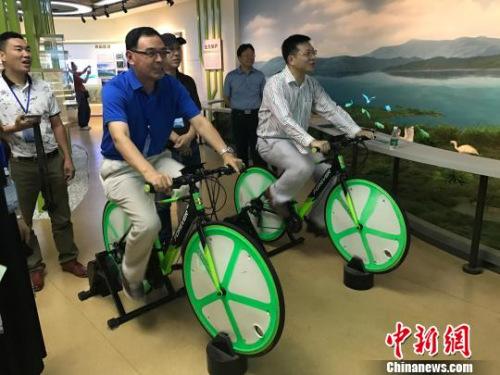 海外华文媒体高层参观东江移民博物馆。 刘着之 摄