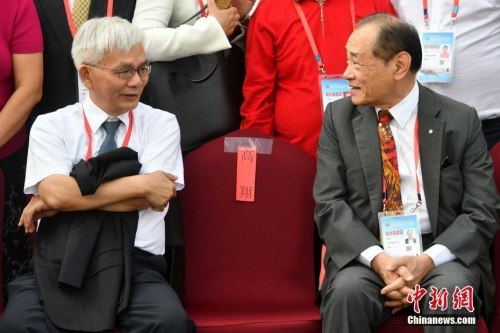 9月10日,台湾《旺报》社长黄清龙(左)与泰国《世界日报》社长黄根和交谈。当日,第九届世界华文传媒论坛在福州举行。<a target='_blank' href='http://www.chinanews.com/'>中新社</a>记者 吕明 摄
