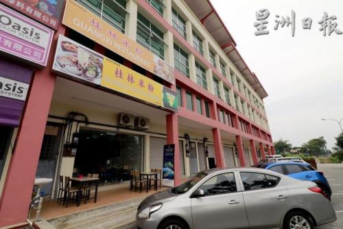 位于阿亦布爹二路的桂林米粉营业两个月来,吸引了不少中国和本地顾客的光顾。(马来西亚《星洲日报》)