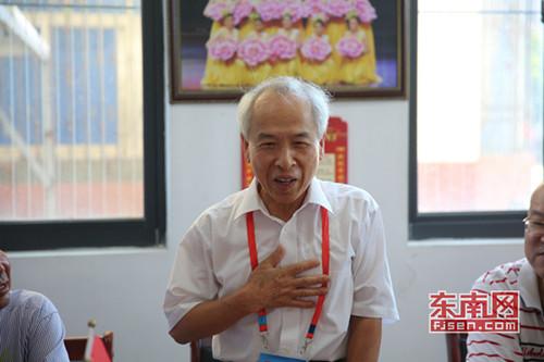 薛永祥看到其祖母的照片