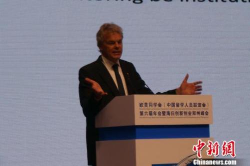 图为2014年诺贝尔奖生理或医学奖获得者爱德华·莫索尔在欧美同学会第六届年会暨海归创新创业郑州峰会上做主题演讲。 韩章云 摄