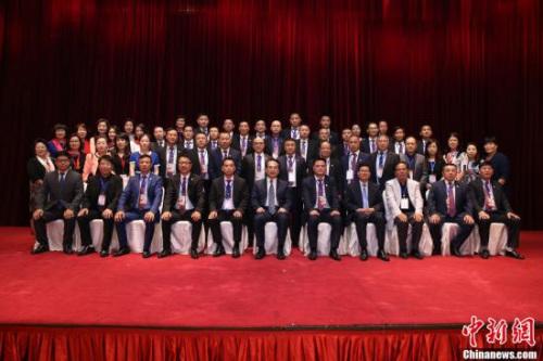 9月15日,中国国务院侨务办公室副主任谭天星在北京会见法国华侨华人会与法国青田同乡会联合访问团一行。中新社记者 韩海丹 摄