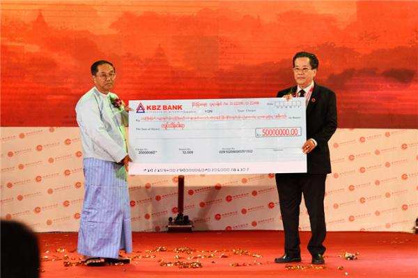 缅甸中华总商会向若开邦恐袭受难民众捐款5000万缅元