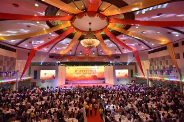 9月15日晚,第十四届世界华商大会在仰光MCC会议中心举行欢迎晚宴