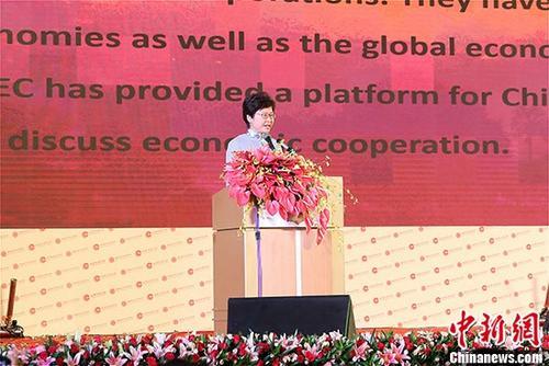 9月16日,第十四届世界华商大会在缅甸召开。图为香港特区行政长官林郑月娥在大会上发表主旨演讲。 中新社记者 张晨翼 摄