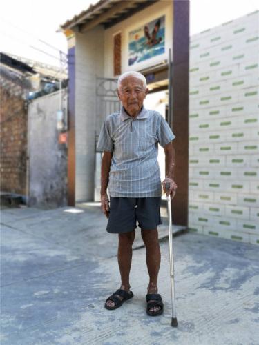 """97岁的张修隆有一个特殊的身份,他是""""南侨机工""""在海南最后的主人。"""