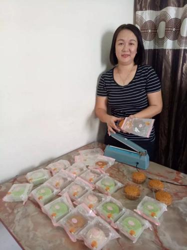 现年39岁的林秀琼是一名家庭主妇,因为发掘烘培的兴趣而寻获商机。(马来西亚《星洲日报》)