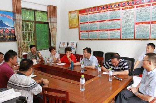 海南侨办主任率队赴扶贫点开展外事侨务扶贫调研。