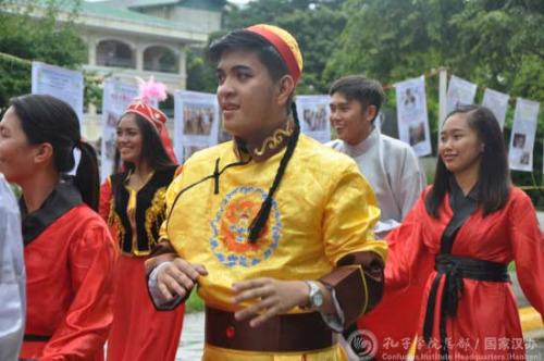 身着民族服饰的菲律宾男孩。(国家汉办网站图片)