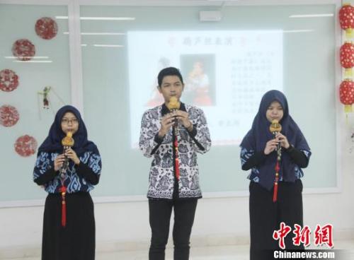 图为印尼学生演奏葫芦丝。 林永传 摄