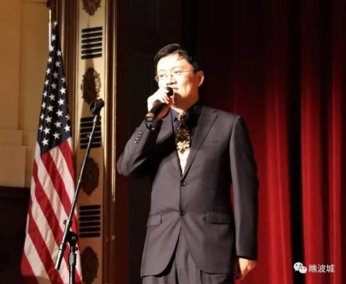 艺术团团长、国侨办宣传司副司长刘为杰讲话。(美国侨报)