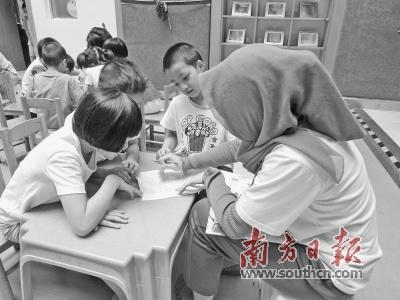 海外华文幼师培训班的学员在广州实习。