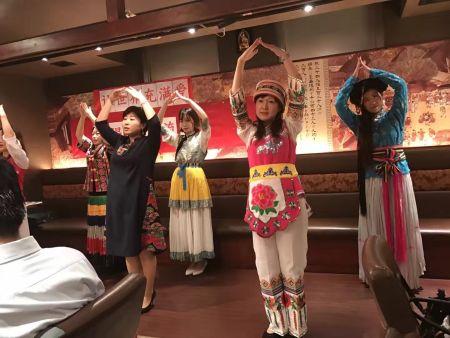 民族服装表演