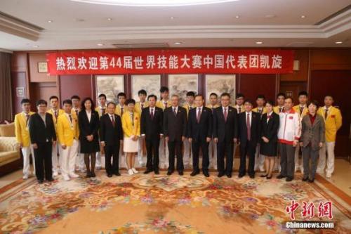 0月21日,第44届世界技能大赛中国代表团载誉回国.中新社记者 韩