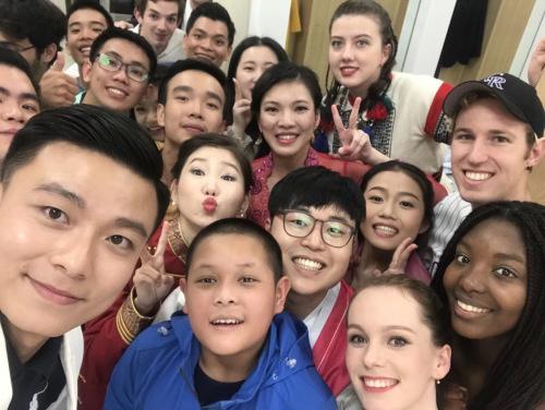 """往届""""汉语桥""""世界中学生中文比赛冠军自拍照"""