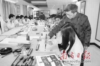 广东省侨办组织海外华裔青少年来粤学习中国传统文化。